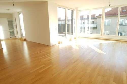 Helle 4-Zimmer DG-Wohnung im 7. Bezirk mit Balkon und Terrasse