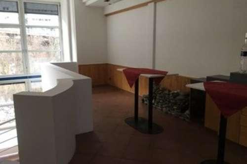 Architektonisch interessante Räumlichkeiten im Hypo Haus Landeck sollen neu vermietet werden