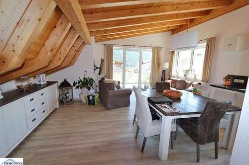 Neuwertige 3 Zimmerdachgeschosswohnung mit sehr viel Charme