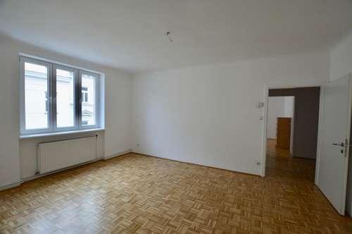 ERSTBEZUG nach Renovierung - 3 Zimmer Wohnung in Ruhelage