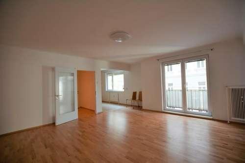 Kernsanierte Erstbezug Neubauwohnung in zentraler Lage + Loggia / Familien geeignet