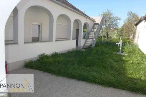 Neuwertige Mietwohnung im Streckhof mit Arkaden und Innenhof
