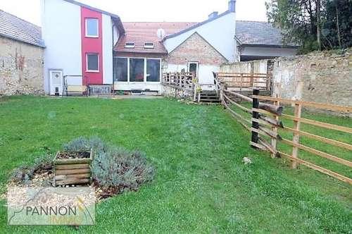 Landhaus + Wirtschaftsstadl / Pferdehaltung