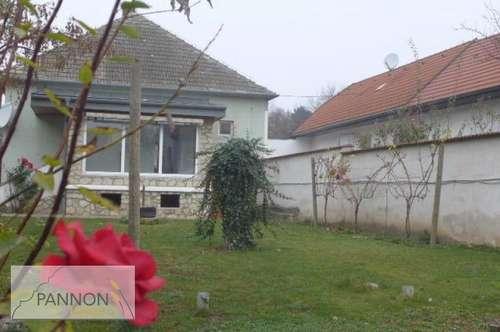 Gols - gemütliches Miethaus mit sonnigen Garten und Garage