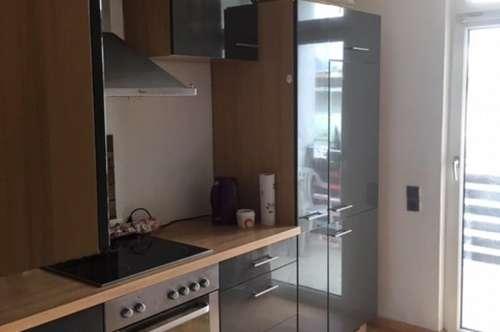 Großzügig angelegte 3 Zimmer-Wohnung ca. 73 m2 mit Loggia, Abstellraum, Keller und 1 AAP