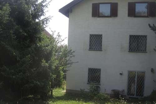 MIETHAUS ca.260 m2 ,3 Etagen,auch Zweifamilieneignung ! oder Wohngemeinschaften