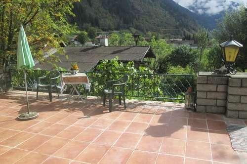 Gasthaus: Landhaus im Skiort, mit Blick auf Berg Gastein