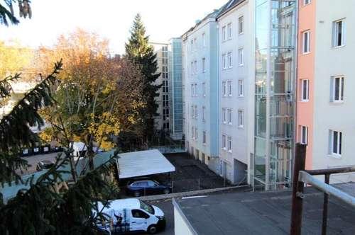 Dachgeschoßwohnung Neubaustandard in Innenhofhaus