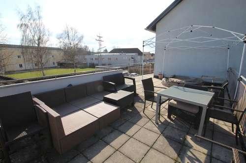 Großzügige 3 Zimmer Wohnung mit Mega Balkon