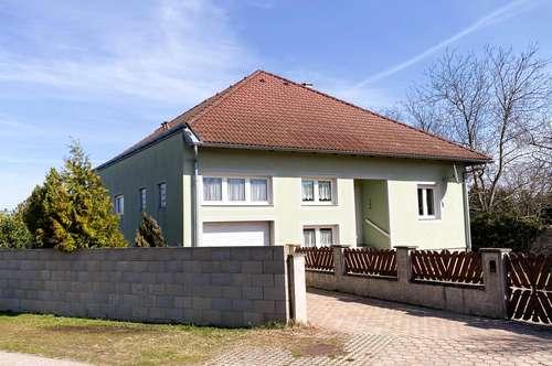 Idyllisches Einfamilienhaus mit Terrasse und großer Grünfläche in der Nähe von Parndorf