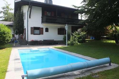 Ruhig & zentral gelegenes großes Einfamilienhaus mit beheiztem Pool & Garten