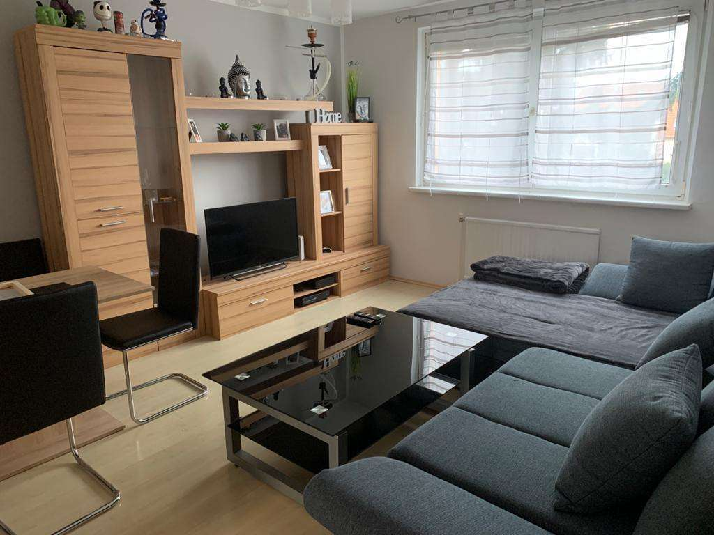 Helle 2 Zimmer Wohnung mit Balkon im Zentrum zu vergeben