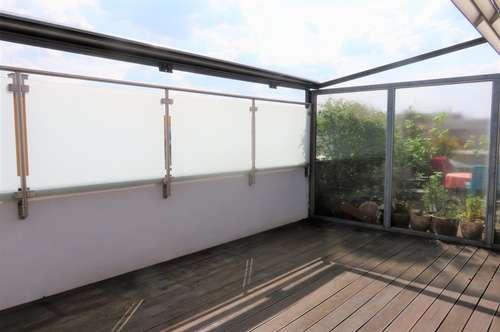 1 Terrasse, 2 Garagenplätze und viel Platz!