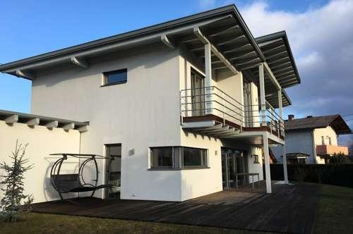 Modernes und lichtdurchflutetes Haus in Zentrumsnähe!