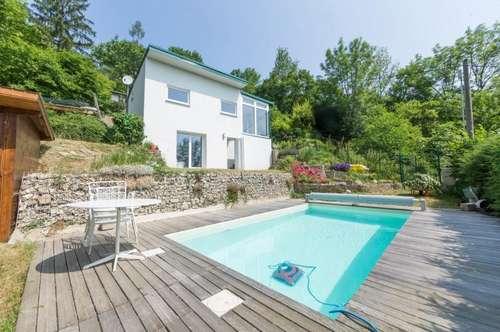 Traumhafter Kleingartenverein mit Haus, Pool und wunderschönen Blick über die Stadt in 1130 Wien zu verkaufen!