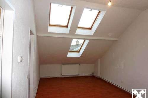 Gemütliche Dachwohnung in zentraler Lage