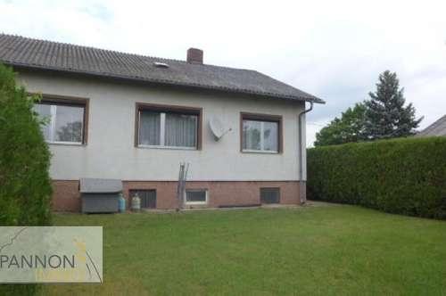 Halbturn - Einfamilienhaus in ruhiger Ortsrandlage