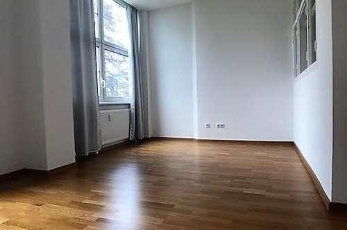 Geräumige 2,5-Zimmer-Wohnung in stilvoller, schön restaurierter Stadtvilla
