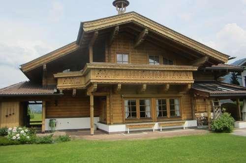 Holzblock-Landhaus
