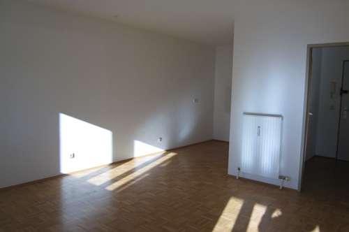 Schöne 2-Zimmer Wohnung im 1.OG - Provisionsfrei !