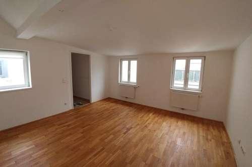 2. Pazmaniteng. 2 Zimmer-Dachgeschosswohnung 86m² + 8m² Terrasse, top renoviert, unbefristet € 1099,99
