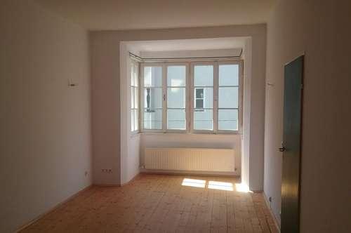 Zentrale Zweizimmerwohnung  mit Loggia in Jahrhundertwendehaus/ Wilten