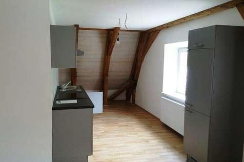 HALL in Tirol - Attraktive und großzügige 2-Zimmer-Wohnung in historischem Gebäude