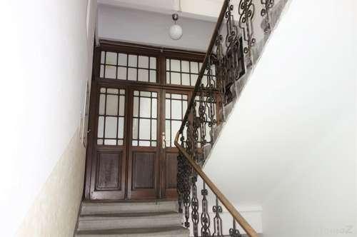 Altbauwohnung mit Balkon in Zentrumsnähe.