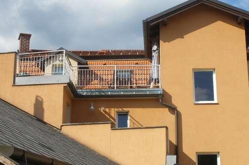 Piesting: Schöne, voll möblierte Wohnung mit toller Dachterrasse