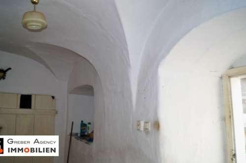 Uraltes Bauernhaus für Liebhaber mit Gewölbedecken, Stallungen, 2525 m2
