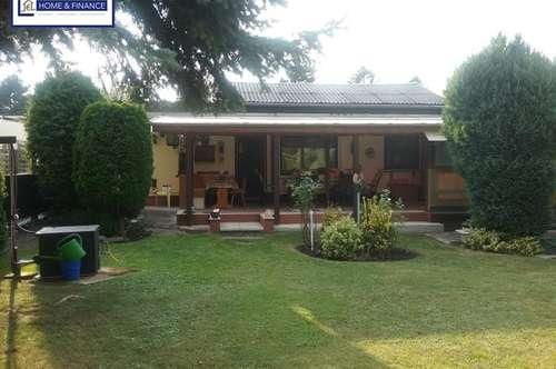 Kleines, feines Haus mit sehr großer überdachter Terrasse...