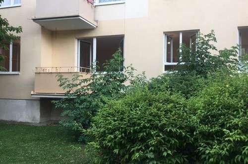 ERSTBEZUG nach Sanierung! 2 Zimmerwohnung mit Balkon