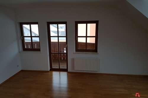 Schicke 2- Zimmer- Dachgeschoßwohnung mit Balkon