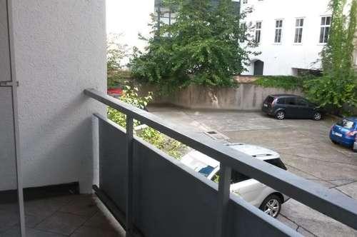 perfekt sanierte 2-Zimmer-Wohnung/ Praxis/Büro mit Balkon in zentraler Lage