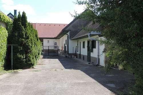 Helles Landhaus mit Innenhof, Gemüsegarten, Vogelvoliere