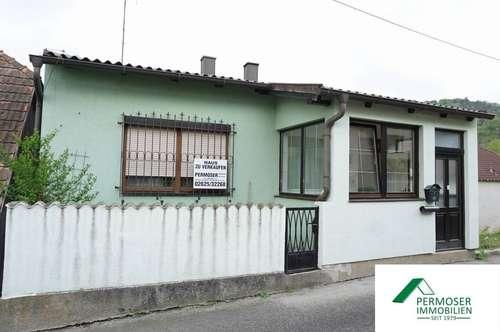 Wohnhaus mit Nebengebäude und Innenhof