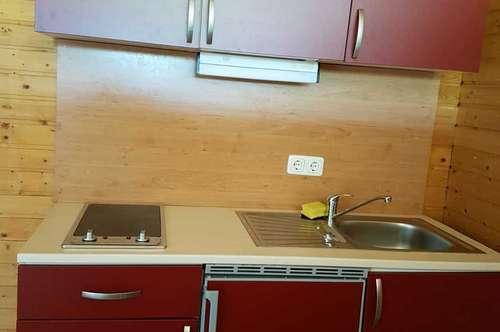 Wohnung, neuwertig, mit Küchenblock ;  € 420