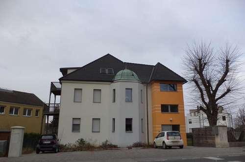 großzügige Dachgeschoßwohnung mit Balkon, Garten und Stellplatz