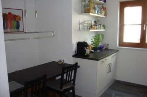 Hall: 3 Zimmerwohnung auf 85 m2 -WG geeignet
