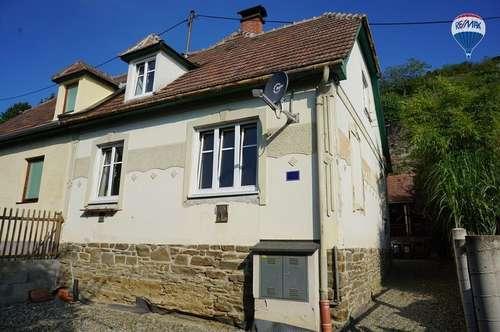 Stein: Sanierungsbedürftiges Wohnhaus in schöner, ruhiger Lage