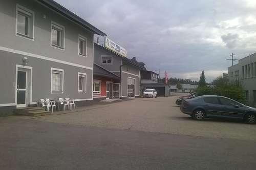 Über 400m² Bürofläche mit 150m² Halle + Parkplätze