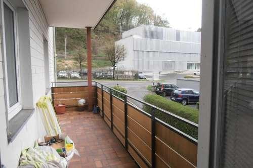 Stadtrandwohnung in Urfahr, 105 m² WNFL inkl. Küche, Balkon und Parkplatz, WG - geeignet, 5 Zi. und Bushaltestelle vom Haus