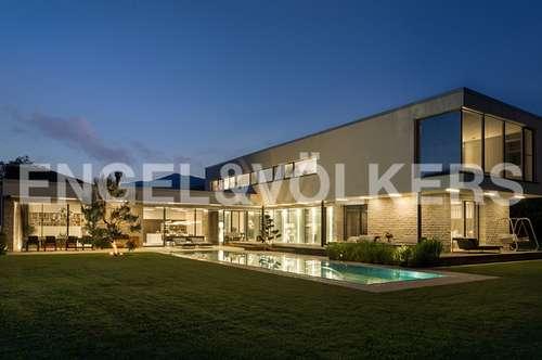 Außergewöhnliche Design Villa mit traumhaften, parkähnlichen Grundstück
