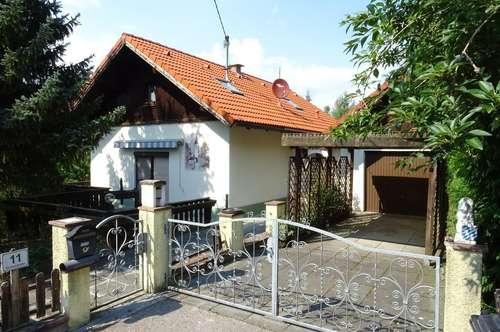 Nettes kleines Wohnhaus mit idyllischem Grund