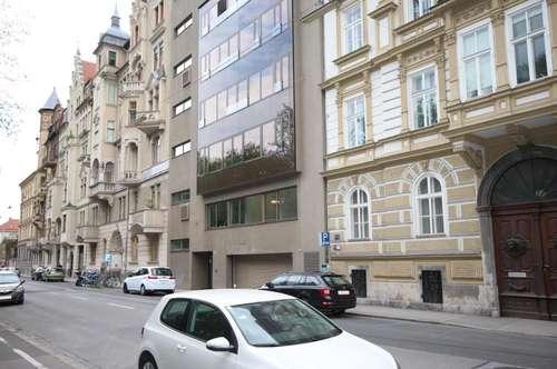 PARKEN IN DER GRAZER CITY  - direkt an der Mur! Nur fünf Gehminuten vom Hauptplatz in der Grazer Altstadt entfernt!