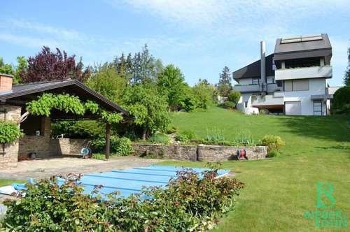 Fantastischer Ausblick - Außergewöhnliche Villa am Wilhelminenberg - Sonnengarten mit Pool