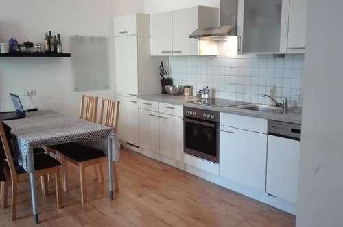 Tolle 4-Zimmer-Wohnung im klassischen Altbau! 3er-WG geeignet!