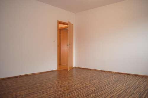 Neuwertige Haushälfte mit ca. 2.000m² Grünfläche in ruhiger Lage in Hatzendorf zu mieten!