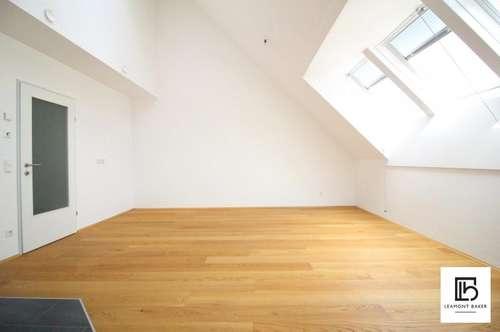 Chice Dachgeschoßwohnung mit 2 Zimmern und Balkon