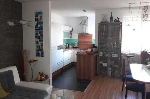 Sehr schöne zentrale 4-Zimmerwohnung in Urfahr, 98 m² WNFL inkl. Loggia, Küche möbliert ohne Ablöse! Parkplatz!